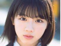 渡邉美穂のブレザーに紺色ハイソな女子校生制服画像