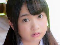 一色杏子の紺色ハイソックスなセーラー服画像