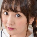 浜田翔子の白ソックスなセーラー服画像