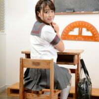 宮栞奈の白ハイソックスなセーラー服画像