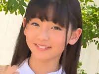 尾野寺みさのプリスカと紺色ハイソックスな制服動画