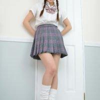 白石みずほのプリスカにルーズな女子校生制服画像