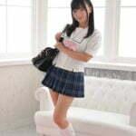 西永彩奈の白セーラーに白ハイソなJK制服画像