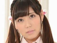 篠原冴美の黒ニーハイな女子校生制服画像