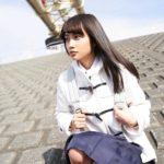 黒木ひかりの紺色ソックスな女子校生制服画像