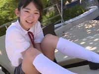 長澤茉里奈の白ハイソックスなJK制服動画
