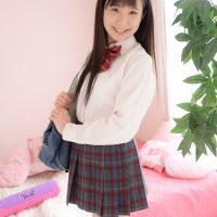 葉山夏恋のニーハイな女子校生制服コスプレ画像