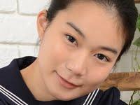 あゆみ莉花の紺色ハイソックスなセーラー服画像