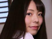 鳴海千秋 黒ハイソックスでパンチラしている制服画像