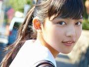 川口春奈 紺色ハイソックスなセーラー服画像