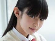 日南響子 白ハイソックスな女子校生制服画像